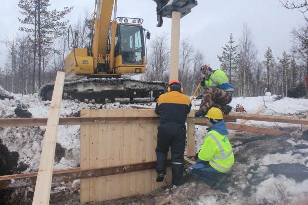 Aapajärvi wetland restoration, constructing of the sheet pile weir with stoplogs3, photo Juha Siekkinen 26.2.2015