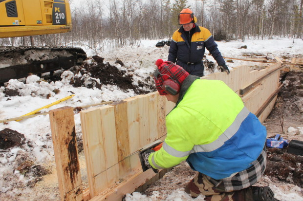 Aapajärvi wetland restoration, constructing of the sheet pile weir with stoplogs4, photo Juha Siekkinen 26.2.2015