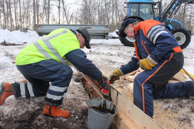 Aapajärvi wetland restoration, constructing of the sheet pile weir with stoplogs5, photo Juha Siekkinen 26.2.2015