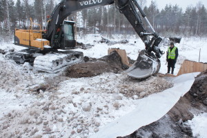 Pikku Nuoluanjärvi wetland, constructing rocky spillway with timber headwall with stoplogs3, photo Juha Siekkinen 14.2.2013
