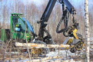 Pikku Nuoluanjärvi wetland, timber harvesting with harvester1, photo Juha Siekkinen 3.4.2012