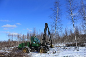 Pikku Nuoluanjärvi wetland, timber harvesting with harvester2, photo Juha Siekkinen 3.4.2012